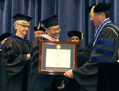 Do Ho Suh accepts their degree